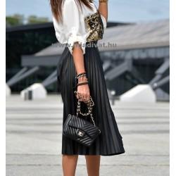 Plisszírozott fekete szoknya